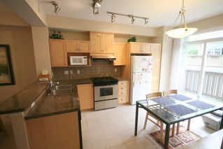 Photo 7: 993 Westbury Walk in Vancouver: Home for sale : MLS®# v721400