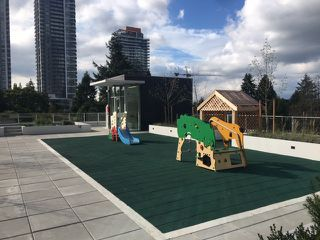 """Photo 10: 1013 13438 CENTRAL Avenue in Surrey: Whalley Condo for sale in """"PRIME ON THE PLAZA"""" (North Surrey)  : MLS®# R2408559"""