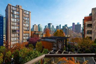 """Photo 7: 401 1860 ROBSON Street in Vancouver: West End VW Condo for sale in """"STANLEY PARK PLACE"""" (Vancouver West)  : MLS®# R2426901"""