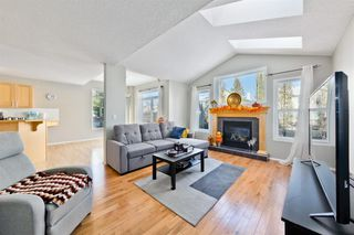 Photo 9: 223 Cougarstone Circle SW in Calgary: Cougar Ridge Detached for sale : MLS®# A1043883