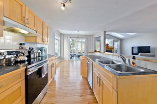 Photo 6: 223 Cougarstone Circle SW in Calgary: Cougar Ridge Detached for sale : MLS®# A1043883