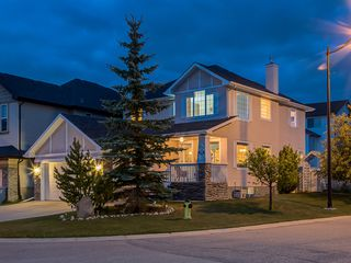 Main Photo: 311 Cresthaven Place SW in Calgary: Crestmont House for sale : MLS®# c4015009