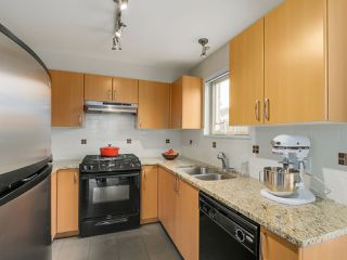 Photo 8: 103 200 KLAHANIE DRIVE in Port Moody: Port Moody Centre Condo for sale : MLS®# R2040361