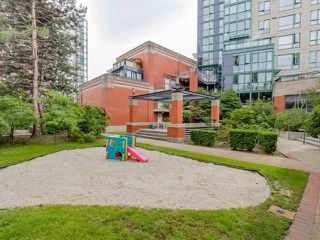 Photo 15: Vancouver West in Yaletown: Condo for sale : MLS®# R2083981