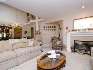 Photo 6: 95 530 Marsett Place in VICTORIA: SW Royal Oak Row/Townhouse for sale (Saanich West)  : MLS®# 420064