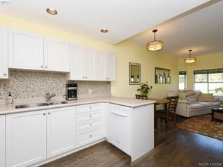 Photo 8: 95 530 Marsett Place in VICTORIA: SW Royal Oak Row/Townhouse for sale (Saanich West)  : MLS®# 420064