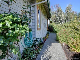 Photo 2: 95 530 Marsett Place in VICTORIA: SW Royal Oak Row/Townhouse for sale (Saanich West)  : MLS®# 420064