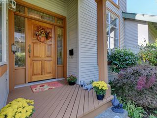Photo 3: 95 530 Marsett Place in VICTORIA: SW Royal Oak Row/Townhouse for sale (Saanich West)  : MLS®# 420064
