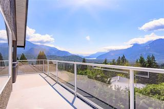 Photo 1: 1007 TOBERMORY Way in Squamish: Garibaldi Highlands House for sale : MLS®# R2454596