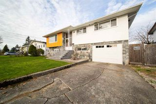 Photo 3: 1429 SMITH Avenue in Coquitlam: Central Coquitlam House for sale : MLS®# R2528367