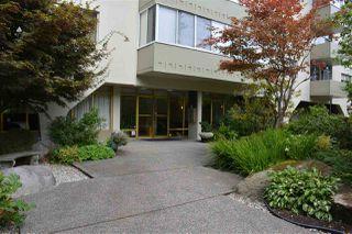 Photo 2: 405 1425 ESQUIMALT AVENUE in West Vancouver: Ambleside Condo for sale : MLS®# R2309749