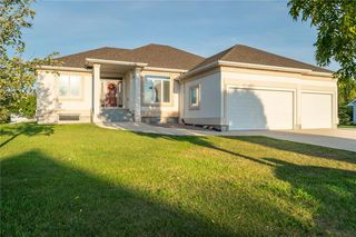 Main Photo: 323 Golfview Crescent in Steinbach: Georgetown Residential for sale (R16)  : MLS®# 202000145