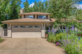 Photo 2: 10716 MAPLESHIRE Crescent SE in Calgary: Maple Ridge Detached for sale : MLS®# C4301263