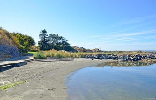 Photo 34: 1123 Munro St in Esquimalt: Es Saxe Point Half Duplex for sale : MLS®# 842474