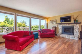 Photo 2: 1123 Munro St in Esquimalt: Es Saxe Point Half Duplex for sale : MLS®# 842474