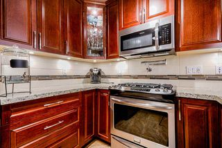 Photo 5: 309 8218 207A STREET in Langley: Willoughby Heights Condo for sale : MLS®# R2473234