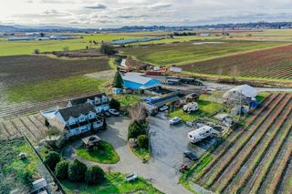 Photo 1: 35826 SOUTH PARALLEL Road in Abbotsford: Sumas Prairie House for sale : MLS®# R2520155