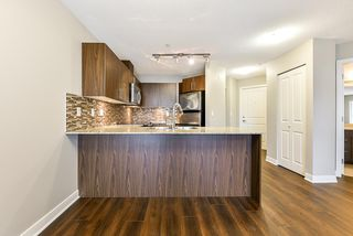 "Photo 7: 301 8915 202 Street in Langley: Walnut Grove Condo for sale in ""HAWTHORNE"" : MLS®# R2526896"