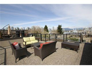 """Photo 1: 850 GREENCHAIN Street in Vancouver: False Creek Townhouse for sale in """"HEATHER POINT"""" (Vancouver West)  : MLS®# V946161"""