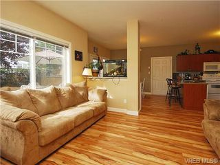 Photo 3: 101 937 Skogstad Way in VICTORIA: La Langford Proper Row/Townhouse for sale (Langford)  : MLS®# 643559