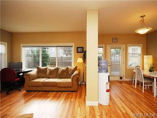 Photo 2: 101 937 Skogstad Way in VICTORIA: La Langford Proper Row/Townhouse for sale (Langford)  : MLS®# 643559