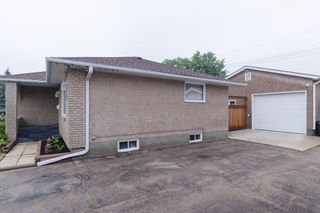Photo 3: 74 Crestwood Crescent in Winnipeg: Single Family Detached for sale (Windsor Park)  : MLS®# 1420448