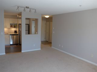 "Photo 14: 311 13780 76 Avenue in Surrey: East Newton Condo for sale in ""Earls Court"" : MLS®# R2449876"