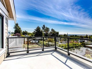 Photo 8: 2350 BONACCORD Drive in Vancouver: Fraserview VE House for sale (Vancouver East)  : MLS®# R2468026