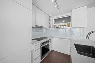 "Photo 5: 1607 668 COLUMBIA Street in New Westminster: Quay Condo for sale in ""TRAPP + HOLBROOK"" : MLS®# R2515895"