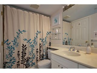 """Photo 7: 204 929 W 16TH Avenue in Vancouver: Fairview VW Condo for sale in """"OAKVIEW GARDENS"""" (Vancouver West)  : MLS®# V938331"""