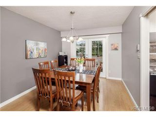 Photo 5: 2207 Edgelow Street in VICTORIA: SE Arbutus Residential for sale (Saanich East)  : MLS®# 334000