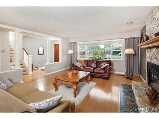 Photo 4: 2207 Edgelow Street in VICTORIA: SE Arbutus Residential for sale (Saanich East)  : MLS®# 334000
