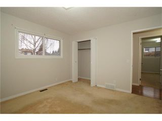 Photo 6: 224 BEDFORD PL NE in Calgary: Beddington Heights House for sale : MLS®# C4109208