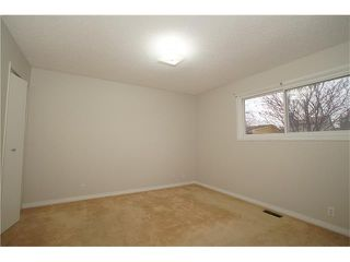 Photo 5: 224 BEDFORD PL NE in Calgary: Beddington Heights House for sale : MLS®# C4109208
