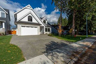 Main Photo: 20359 94A Avenue in Langley: Walnut Grove House for sale : MLS®# R2427897