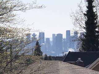 Photo 2: 458 E 11TH STREET in North Vancouver: Central Lonsdale House for sale : MLS®# R2453585