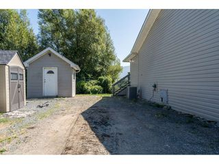 Photo 3: 40160 SOUTH PARALLEL Road in Abbotsford: Sumas Prairie Manufactured Home for sale : MLS®# R2487480