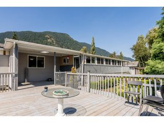 Photo 38: 40160 SOUTH PARALLEL Road in Abbotsford: Sumas Prairie Manufactured Home for sale : MLS®# R2487480