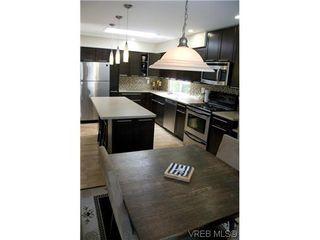 Photo 2: 970 Annie St in VICTORIA: SE Quadra Half Duplex for sale (Saanich East)  : MLS®# 606307