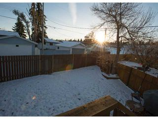 Photo 2: 86 QUEEN ALEXANDRA Close SE in CALGARY: Queensland Townhouse for sale (Calgary)  : MLS®# C3554495