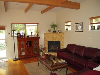 Photo 3: 5447 WAKEFIELD ROAD in Sechelt: Sechelt District House for sale (Sunshine Coast)  : MLS®# R2047962