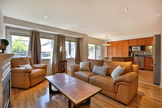 Photo 4: 489 Ravineview Way in : 1018 - WC Wedgewood Creek FRH for sale (Oakville)  : MLS®# OM2090608