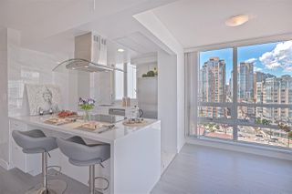 Photo 11: 1602 1201 MARINASIDE Crescent in Vancouver: Yaletown Condo for sale (Vancouver West)  : MLS®# R2401995