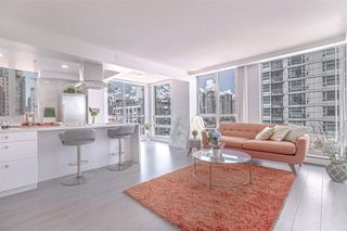Photo 4: 1602 1201 MARINASIDE Crescent in Vancouver: Yaletown Condo for sale (Vancouver West)  : MLS®# R2401995
