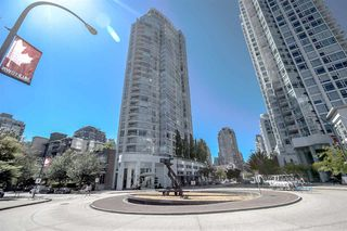 Photo 2: 1602 1201 MARINASIDE Crescent in Vancouver: Yaletown Condo for sale (Vancouver West)  : MLS®# R2401995