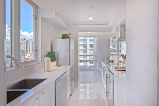 Photo 12: 1602 1201 MARINASIDE Crescent in Vancouver: Yaletown Condo for sale (Vancouver West)  : MLS®# R2401995