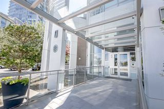 Photo 1: 1602 1201 MARINASIDE Crescent in Vancouver: Yaletown Condo for sale (Vancouver West)  : MLS®# R2401995