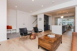 Photo 5: 10504 85 Avenue in Edmonton: Zone 15 House Half Duplex for sale : MLS®# E4173956