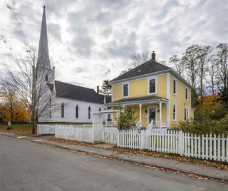 Photo 1: 48 Maple Street in Mahone Bay: 405-Lunenburg County Residential for sale (South Shore)  : MLS®# 202022614