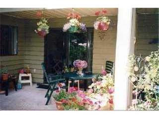 Photo 3: 109 1010 Bristol Rd in VICTORIA: SE Quadra Condo Apartment for sale (Saanich East)  : MLS®# 269144